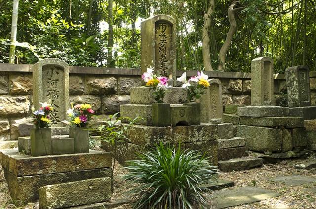雨森芳洲の墓 長寿院